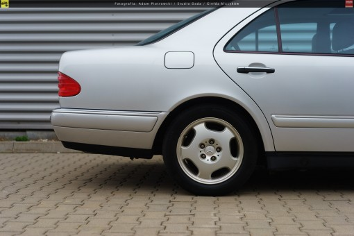 66-mercedes-e320-w210-42
